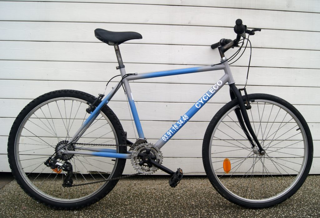 3 vélos de type VTT rigide.
